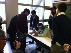 d35def1e713c15 今日は「家庭菜園検定」の試験がありました。 ふれあい村からも大勢受験していました。  「NHK畑の時間」でおなじみの藤田先生も応援に駆け付けていただいてました。